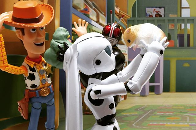 「さぁ、帰ろう」#豆魚雷オモ写#仮面ライダー #ドロッセル#ウッディ#black#ディズニー#Disney#一眼レフ#ピクサー#pixar#ファインダー越しの私の世界#フィギュアーツ #フィギュアーツ写真部#特撮 #フィギュア #ミニチュア #オモ写#maskedrider #figma#toysphoto#toysphotography#figure#toyplanet#9000d