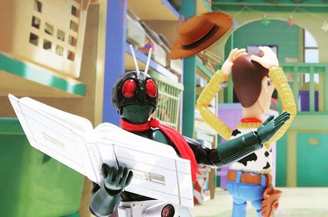Magic!?#豆魚雷オモ写#仮面ライダー #ウッディ#1号#ディズニー#Disney#一眼レフ#ピクサー#pixar#ファインダー越しの私の世界#フィギュアーツ #フィギュアーツ写真部#特撮 #フィギュア #ミニチュア #オモ写#maskedrider #figma#toysphoto#toysphotography#figure#toyplanet#9000d