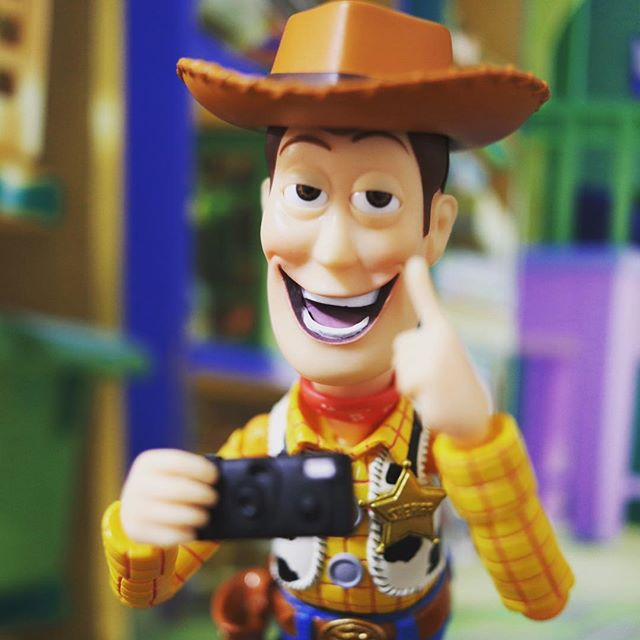「Can I take Your picture??」#豆魚雷オモ写#オモ写#ウッディ#ディズニー#Disney#一眼レフ#ピクサー#pixar#ファインダー越しの私の世界#フィギュアーツ #フィギュアーツ写真部#特撮 #フィギュア #ミニチュア #figma#toysphoto#toysphotography#figure#toyplanet#9000d