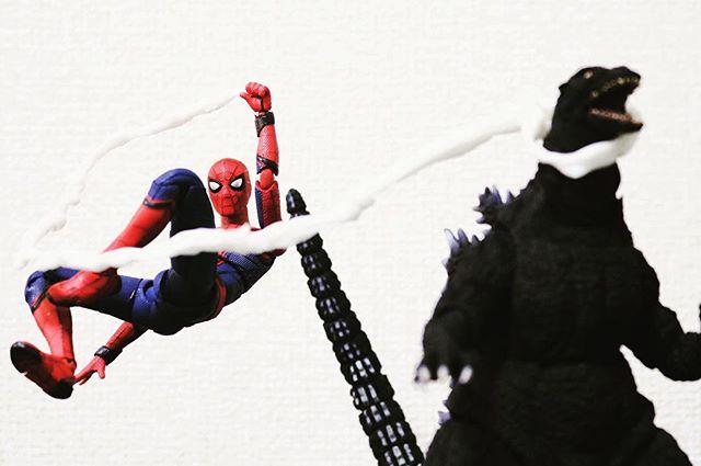「捕獲成功!」#豆魚雷オモ写#オモ写#スパイダーマン#Spiderman#ゴジラ#GODZILLA#自作ウェブ#SHモンスターアーツ#SHMonsterArts#figma#マーベル#一眼レフ#海洋堂#ファインダー越しの私の世界#フィギュア#marvel#toysphoto#toysphotography#figure#toyplanet#9000d