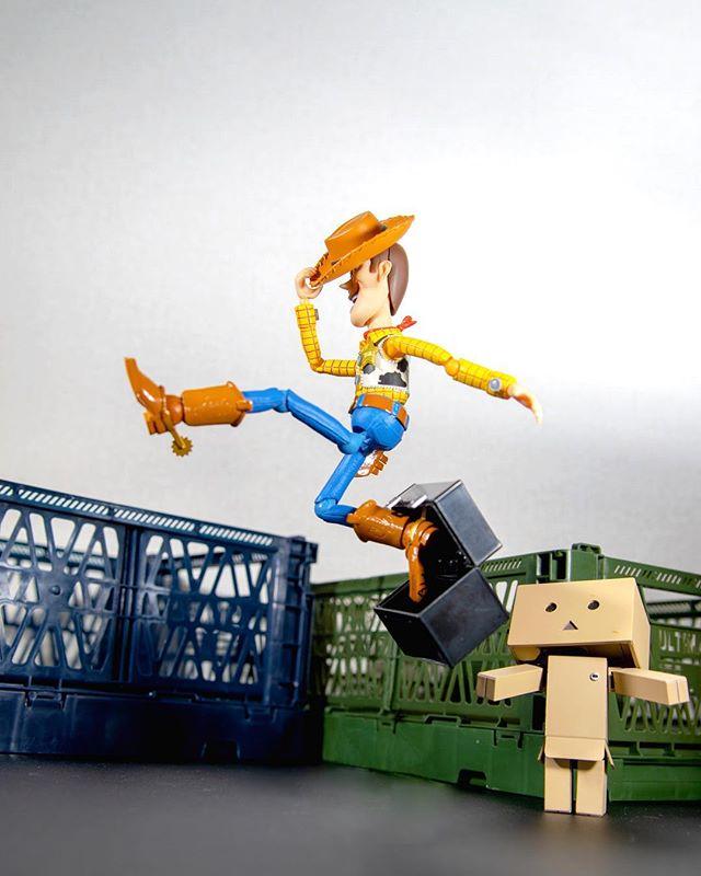 「JUMP!」 #オモ写#ウッディ#ディズニー#Disney#一眼レフ#ピクサー#pixar#ファインダー越しの私の世界#フィギュアーツ #フィギュアーツ写真部#特撮 #フィギュア #ミニチュア #figma#toysphoto#toysphotography#figure#toyplanet#9000d#6dmark2#オモ写で遊ぼ