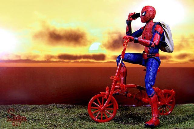 「もしもしスタークさん?今日も夕日が綺麗ですよ」#オモ写#スパイダーマン#Spiderman#figma#マーベル#一眼レフ#ファインダー越しの私の世界#フィギュア#夕日#toysphoto#toysphotography#figure#toyplanet#ジオラマ #9000d#6d2#オモ写で遊ぼ